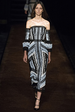 spring-2016-trend-off-the-shoulder-on-fashion-week-runways-01-554xauto