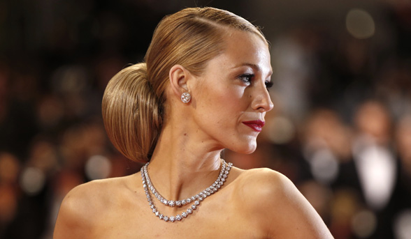 5-fascinator-friendly-hairstyles-Blake_Lively